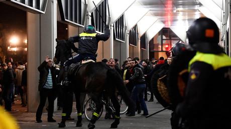 Die Auftrittsverbote für türkische Politiker und das gewaltsame Vorgehen der niederländischen Polizei in Rotterdam könnten dauerhaften Schaden in den bilateralen Beziehungen nach sich ziehen.