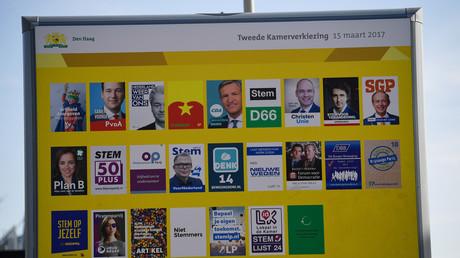Reklametafel mit den Kandidaten für die Wahlen am 15. März