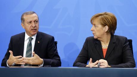 """Recep Tayyip Erdoğan: """"Frau Merkel, Sie unterstützen Terroristen"""""""