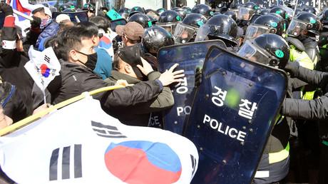 Blutige Proteste nach Bekanntgabe der Amtsenthebung Parks zwischen Park-Sympathisanten und der Polizei, Südkorea, Seoul, 10. März 2017