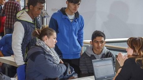 Umfrage: Deutsche Arbeitgeber mit Leistungen von Flüchtlingen zufrieden