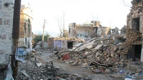 Symbolbild - Zerstörung in einem Straßenzug in Taiz nach saudischer Bombardierung, Jemen, 16. März 2017.