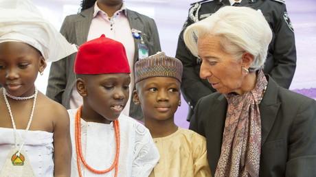 Die geschäftsführende Direktorin des Internationalen Währungsfonds, Christine Lagarde, mit nigerianischen Waisenkindern.