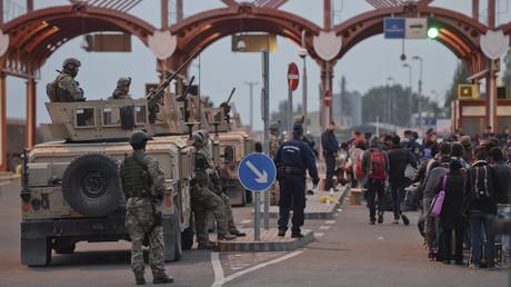 Ungarn setzt auf neuen Grenzstützpunkt in Gegenwehr gegen Zufluss der Flüchtlinge