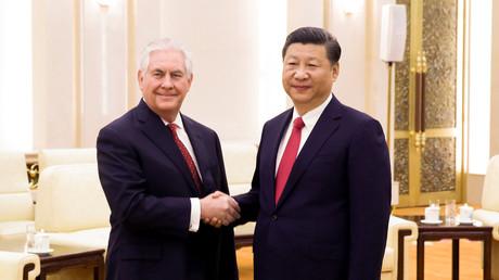 US-Außenminister Rex Tillerson (L) und der chinesische Präsident Xi Jinping bei ihrem Treffen in Beijing.