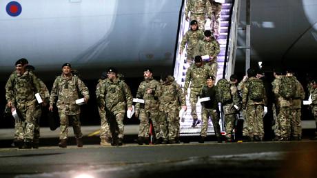 Britische Soldaten, die Teil eines Abschreckungskommandos der NATO gegen Russland sind, erreichen den Luftwaffenstützpunkt Amari in Estland, 17. März 2017.