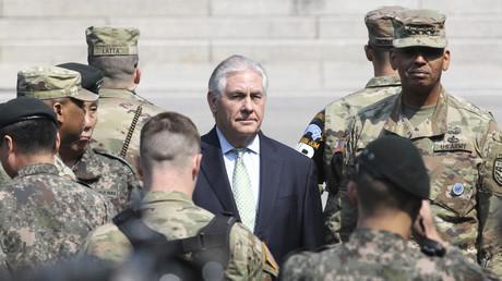 US-Außenminister Rex Tillerson besucht in Begleitung des amerikanischen Generals Vincent Brooks die Grenze zu Nord-Korea, 17. März 2017.
