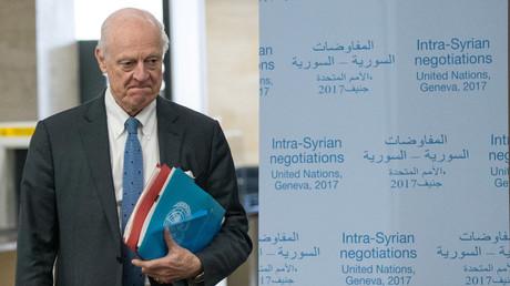Der Sonderbeauftragte der UN, Staffan de Mistura, kommt bei den innensyrischen Friedensgesprächen in Genf an, 25. März 2017.