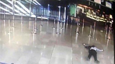 Das Bild einer CCTV-Kamera auf dem Flughafen von Orly; Frankreich, Paris, 18. März 2017