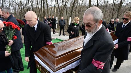 Das Begräbnis des ehemaligen russischen Staatsduma-Abgeordneten Denis Woronenkow