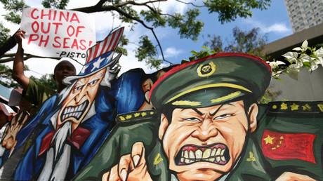 Demonstrationsfiguren, die den amerikanischen
