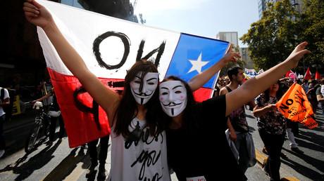 Demonstranten marschieren gegen das System der Rentenkassen in Chile, Santiago, 26. März 2017.