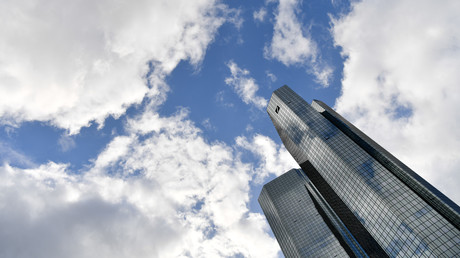 S&P stuft Deutsche Bank und Commerzbank hoch