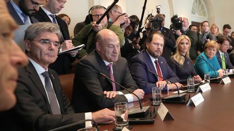 Siemens-Chef Josef Käser (links) beim Treffen der deutschen und der US-amerikanischen Delegationen im Weißen Haus am 17. März 2017