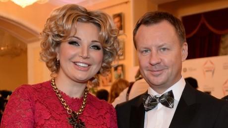 Denis Woronenkow mit seiner Ehefrau Maria Maksakowa bei der Vergabe des