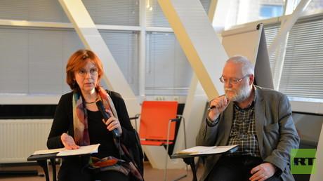 Die Büro-Chefin der RLS in Moskau, Kerstin Kaiser, und Lutz Brangsch in der Debatte mit dem russischen Publikum.