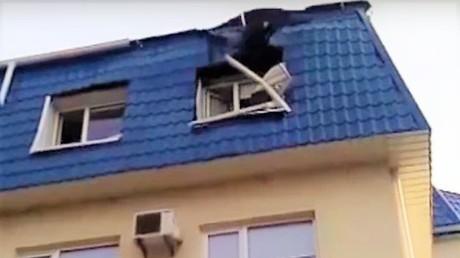 Schäden durch Granatenbeschuss am polnischen Generalkonsulat im ukrainischen Luzk. Quelle: Fernsehbericht 112 Ukraine, Youtube.