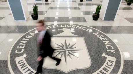 Das Eingangsportal der Central Intelligence Agency (CIA)