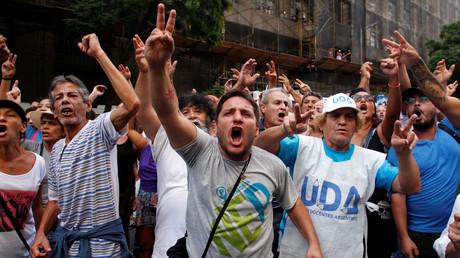 Demonstranten auf einem Protest des Gewerkschaftsverbandes National General Confederation of Labor (CGT) solidarisieren sich mit einem Streik der Lehrer, Buenos Aires, 7. März 2017.