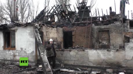 Zerstörtes Haus nach Beschuss Donnerstag-Nacht in Donezk.