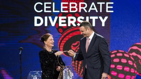 Ist Kiew der Ehre gerecht? Die Bürgermeisterin von Stokholm Eva-Louise Erlandsson Slorach überreicht Schlüssel von der Eurovision dem Bürgermeister von Kiew Witali Klitschko am 31.  Januar 2017.