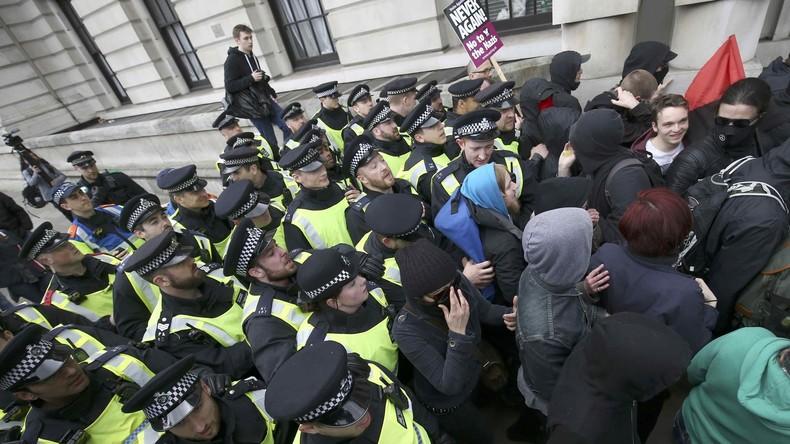 Londoner Polizei nimmt 14 Menschen nach Schlägerei zwischen Ultrarechten und Antifaschisten fest