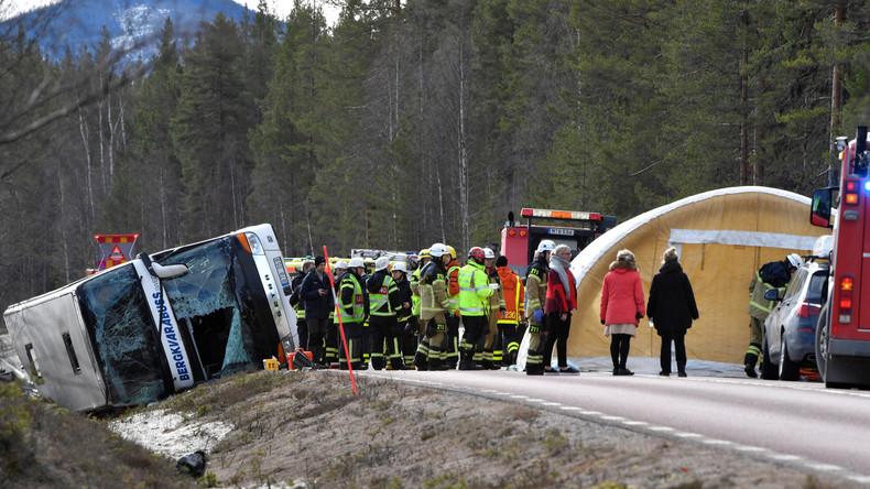 Drei Menschen sterben bei Verkehrsunfall mit Schulbus in Schweden