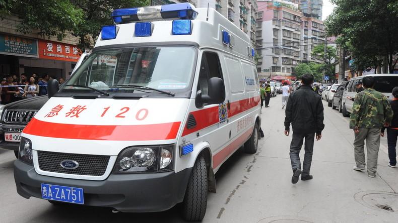 Bus mit 23 Fahrgästen in China verunglückt – Mindestens vier Todesopfer