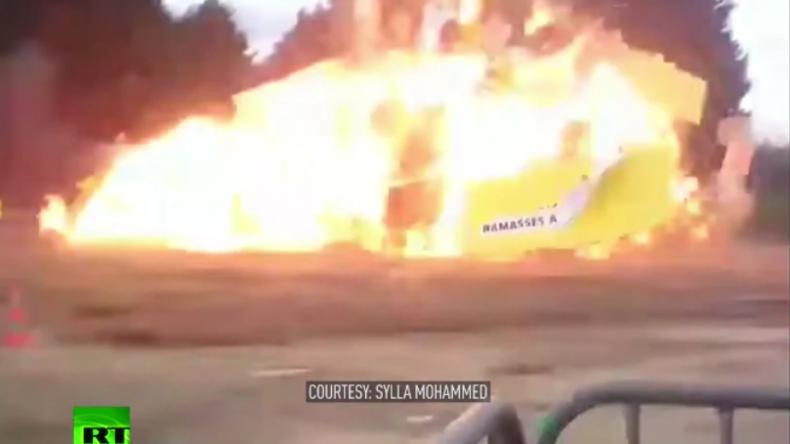 Explosion auf Kinderfest.