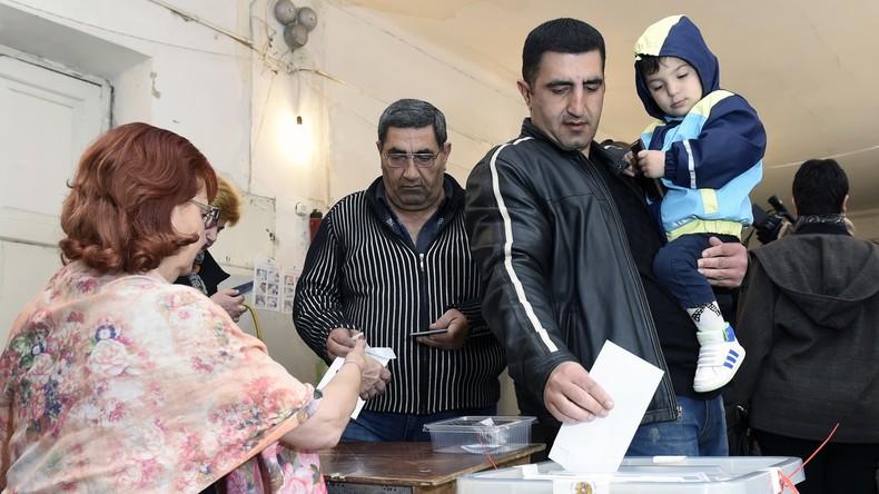 Auf dem Weg zur parlamentarischen Republik: Regierungspartei führt bei Wahlen in Armenien