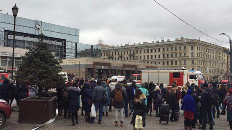 Erste dramatische Fotos und Videos nach Explosion in U-Bahn in Sankt Petersburg