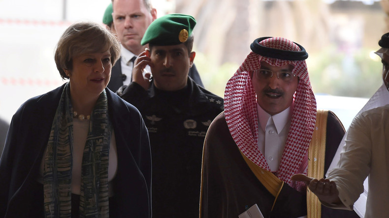 Post-Brexit: Theresa May trotzt dem Kopftuch und sucht nach neuen Bündnispartnern im Orient