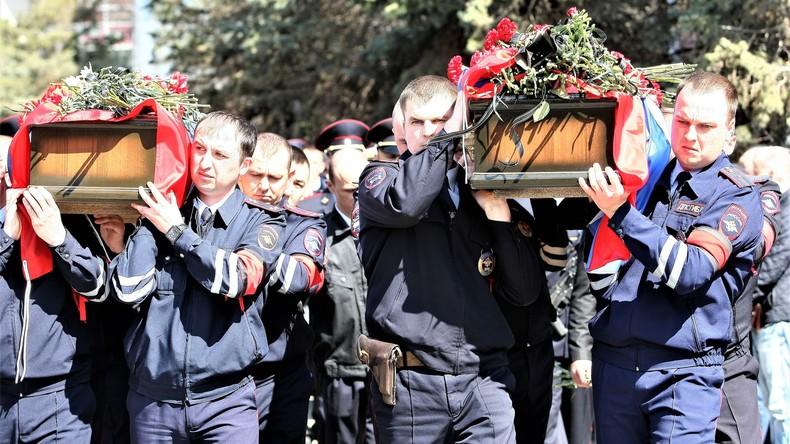 Beerdigung zweier Polizisten in Astrachan