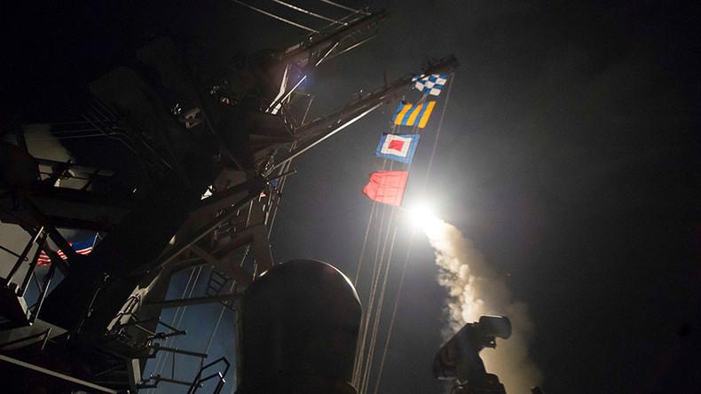 USA feuern dutzende Dutzende Marschflugkörper auf syrische Militärbasis bei Homs