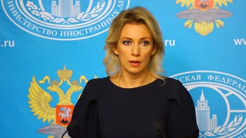 Sprecherin des russischen Außenministeriums gibt Pressekonferenz [Refeed]