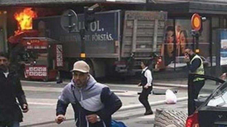 Liveticker: Terror in Stockholm - LKW rast in Menschenmenge