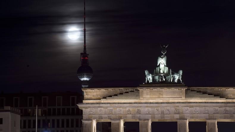 Brandenburger Tor nach Anschlag in Stockholm in schwedischen Nationalfarben nicht beleuchtet