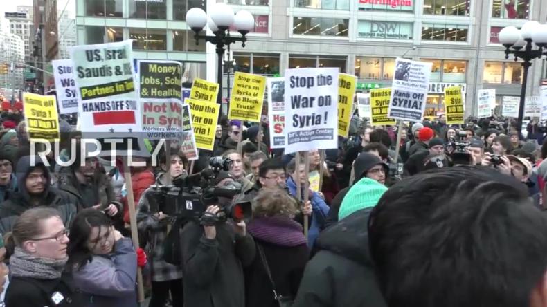 """Live: """"Hands off Syria!"""" - Demo in New York gegen den Angriff auf Syrien durch die USA"""