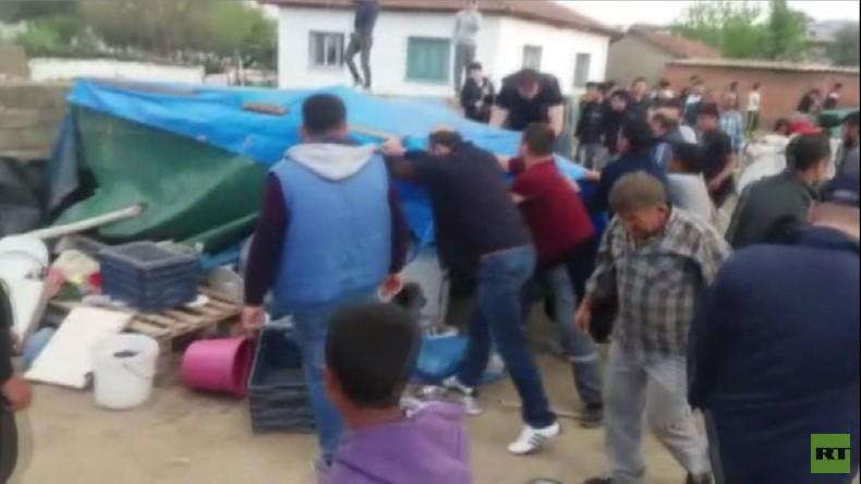 Türkei: Bewaffneter Mob zerstört syrisches Flüchtlingslager in Izmir