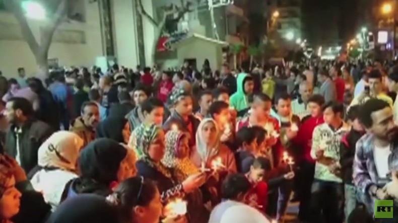 Ägypten: Muslime und Christen halten Mahnwache nach IS-Anschlägen auf Kirche