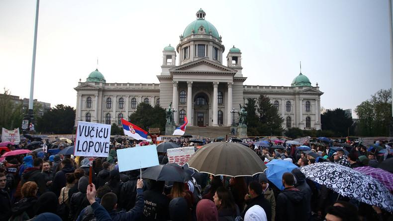 RIA Nowosti Kolumnist Igor Pschenitschnikow: In Serbien brodelt es