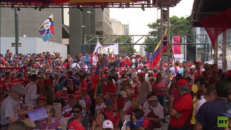 Venezuela: Maduro-Anhänger versammeln sich zum Jubiläum des gescheiterten Putsches gegen Chavez