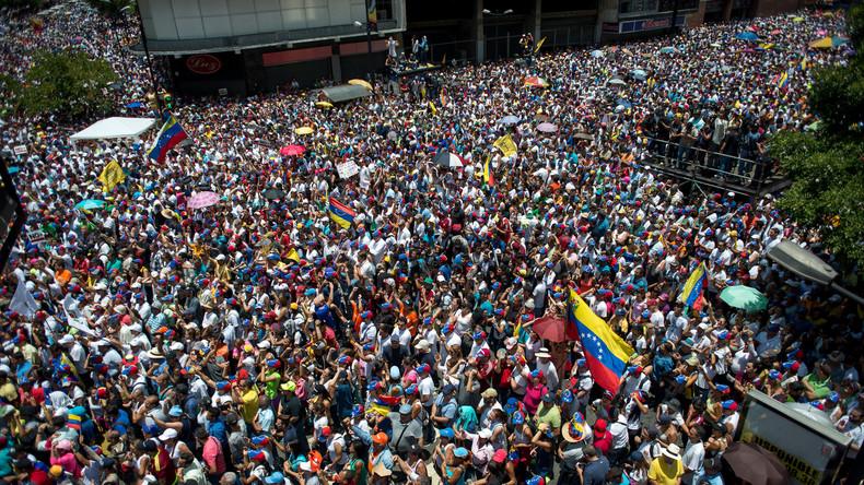 Venezolanische Opposition feiert Eier-Attacke auf Nicolás Maduro
