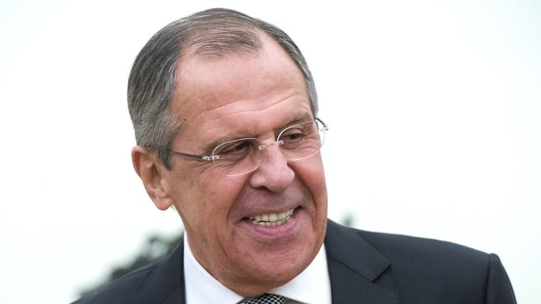 Diplomatie und Humor: Sergei Lawrows Mutter ließ ihn nicht mit Jungs tanzen