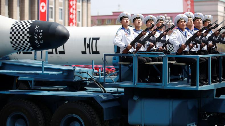 Nordkorea demonstriert bei Militärparade neue Raketentypen