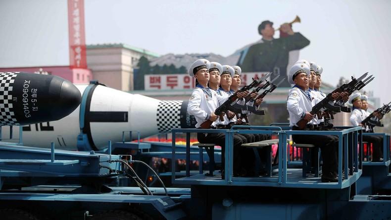Nordkorea: Pjöngjang präsentiert neue Pukkuksong-2-Raketen auf Militärparade