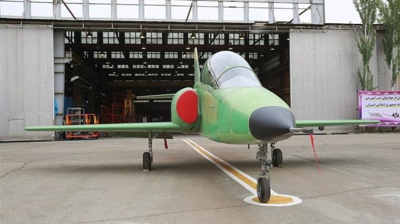 Iran präsentiert erstes Schulflugzeug aus eigener Produktion