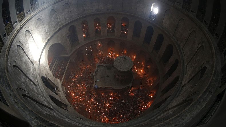 Orthodoxe Christen feiern in Jerusalem Heiliges Feuer