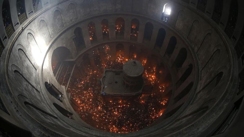 Orthodoxe Christen feiern in Jerusalem Heiliges Feuer