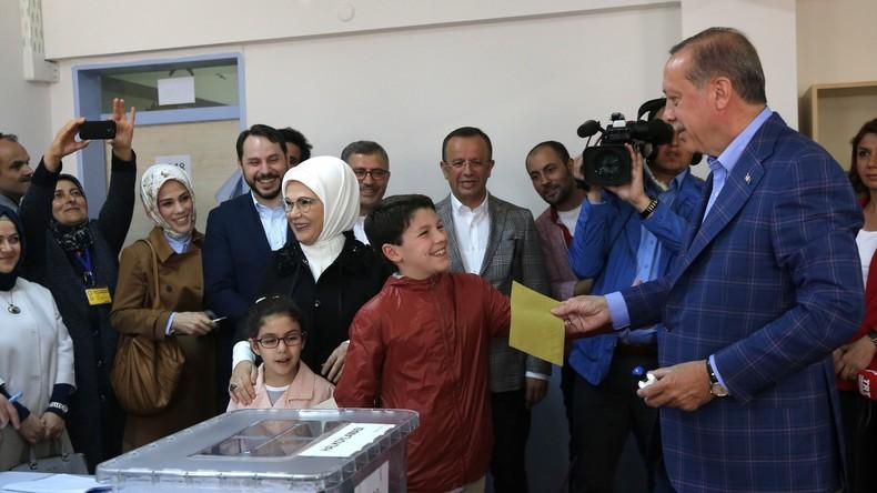 Recep Tayyip Erdoğan gibt seine Stimme ab